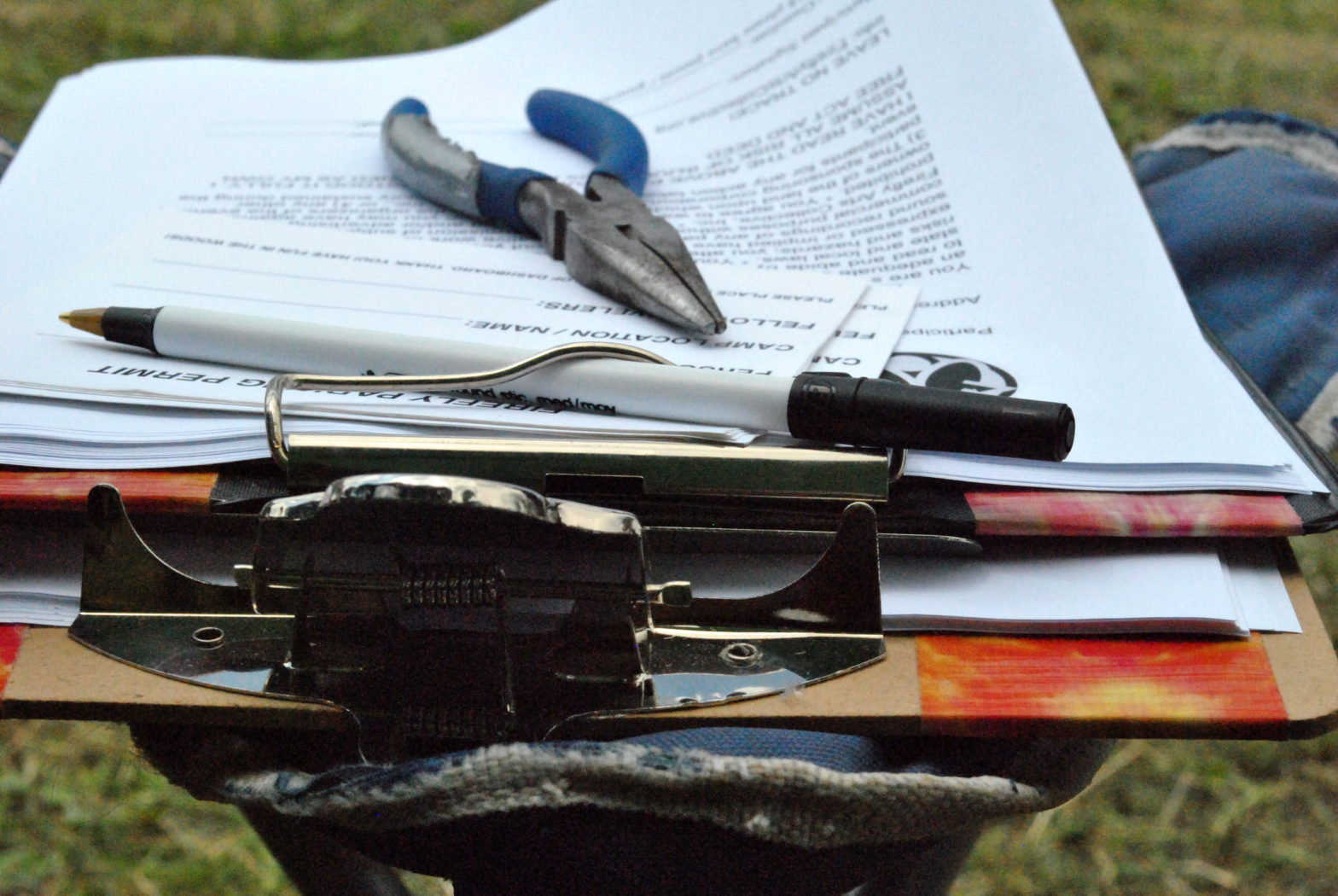 a clipboard and survey for canvassing (photo by r0b0tsrfun on flickr)